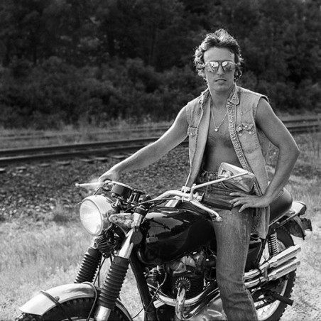 STREETS OF FIRE -Bruce Springsteen in Photographs and